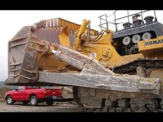 MEGA Tractor Case Quadtrac 600 HP and more in Farmet company Working… Funny Vintage Ads, Vintage Humor, Mining Equipment, Heavy Equipment, Bucyrus Erie, Big Tractors, Tonka Toys, Road Train, Engin