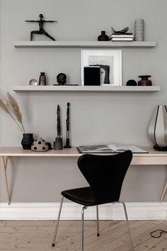 7 inspiring small office spaces - Office - Home Office Small Office Desk, Home Office Space, Home Office Design, Home Office Decor, Home Decor, Office Spaces, Office Lounge, Office Set, Office Designs