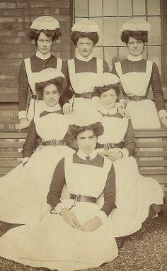 A vintage photo of asylum nurses in uniform. Old Pictures, Old Photos, Vintage Photos, Vintage Artwork, Funny Pictures, Belle Epoque, Insane Asylum Patients, Mental Asylum, Art Nouveau