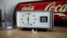 Reloj Shanghai, China a cuerda con marcador de fecha.