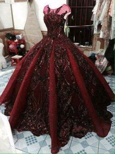 Fascinating promenade dresses to create heads develop method, along with small and prolonged styles. Quince Dresses, Ball Dresses, Ball Gowns, Evening Dresses, Prom Dresses, Formal Dresses, Dark Red Dresses, Beautiful Gowns, Beautiful Outfits