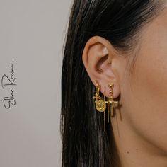 Eline Rosina | Earspiration | Gold | Earparty | Earcandy | Earrings | Heart studs | Cross earrings | Golden earrings | Chain earrings | Coin hoops | Gouden oorbellen |