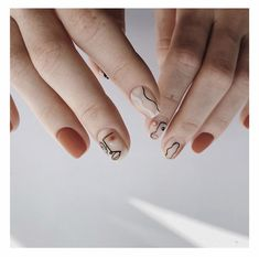 Hand-painted nails are more creative and personalized, so they are also loved by tasteful people. What is popular recently is a simple face pattern, with a few lines sketching a beautiful face… Nail Art Designs, Simple Nail Designs, Minimalist Nails, Cute Nails, Pretty Nails, Picasso Nails, Korean Nails, Solid Color Nails, Nail Art Studio