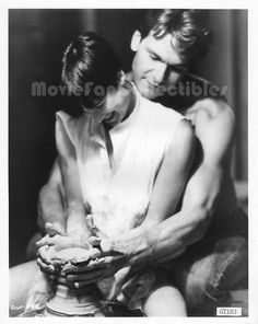 """Movie Still / Publicity Photo / Press Kit Promo Title: Ghost Star(s): Patrick Swayze, Demi Moore Genuine Black and White glossy photograph Approximate size: 8"""" x 10"""" (205mm x 255mm) Condition: Excelle"""