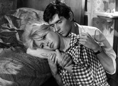 Sur le plateau de La Vérité (1960) de Clouzot, elle tombe folle amoureuse de Sami Frey