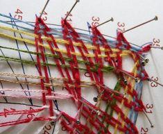 Školička - rohy Bobbin Lace Patterns, Lacemaking, Lace Heart, Lace Jewelry, String Art, Plant Hanger, Lace Detail, Tatting, Bruges