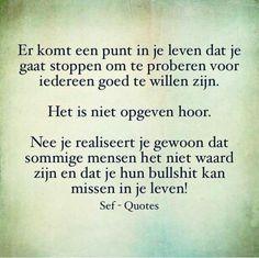 Dit is dus ook mbt familie leden! Wisdom Quotes, True Quotes, Quotes To Live By, Qoutes, Sef Quotes, Dutch Words, Dutch Quotes, Strong Quotes, True Words