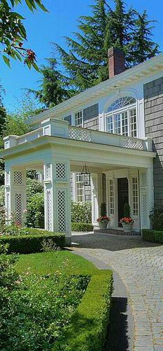Porte corchere in Seattle. Large home is provided charm through materials selection and overall design. So tasteful.