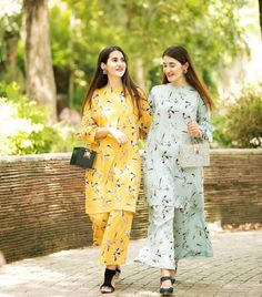 Pakistani Fashion Party Wear, Indian Fashion Dresses, Indian Designer Outfits, Dress Indian Style, Indian Gowns, Beautiful Pakistani Dresses, Pakistani Dresses Casual, Pakistani Dress Design, Stylish Dresses For Girls