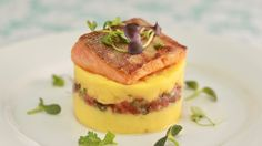 Causa (Peruvian layered mashed potatoes) recipe: Serves 6 - 8 as an appetizer Lb Yukon gold potatoes Salt (I use 1 Tbsp Diamond Crys. Best Mashed Potatoes, How To Cook Potatoes, Cooking School, Cooking Classes, My Favorite Food, Favorite Recipes, Arctic Char, Yukon Gold Potatoes, Garlic Shrimp