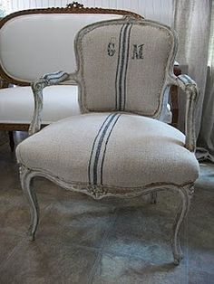 Reloved Rubbish: Mid-Week Design Inspiration: Grain Sack Upholstery Love How to Clean Upholstery Ide European Furniture, European Home Decor, French Furniture, Shabby Chic Furniture, Shabby Vintage, Vintage Stil, Chair Upholstery, Upholstered Chairs, Furniture Inspiration