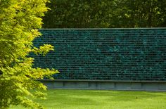 Gabion wall with slag glass. Design David Hocker of Hocker Design Group. Photo Gisela Borghi ASLA 2010 winner