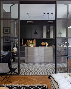 〚 Stylish interiors in century French mansion in Bordeaux 〛 ◾ Photos ◾Ideas◾ Design Nordic Design, Küchen Design, House Design, Interior Design, French Mansion, Microwave In Kitchen, Riverside House, Modernisme, French Decor