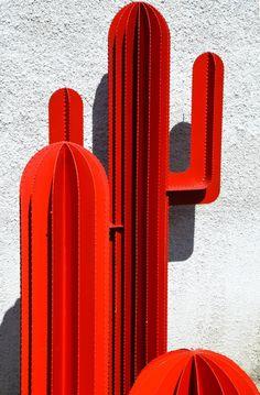 Cardboard Sculpture, Sculpture Art, Pinterest Room Decor, Artistic Installation, Diy Resin Crafts, Arte Popular, Yard Art, Urban Art, Metal Art