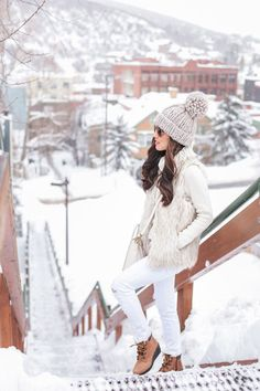 Extra Petite. Ivory knit sweater+white striped skinny jeans+brown lace-up boots+ivory fur vest+ivory shoulder bag+beige pompom knit beanie+sunglasses. Winter Casual Otufit 2017