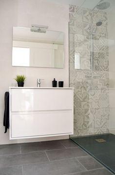 30 Best Classic Glass Block Shower Layout - Page 30 of 30 - Farhah Decor Small Bathroom Vanities, Bathroom Toilets, Bathroom Renos, Laundry In Bathroom, Bathroom Layout, Bathroom Interior, Modern Bathroom, Contemporary Bathrooms, Bathroom Remodeling