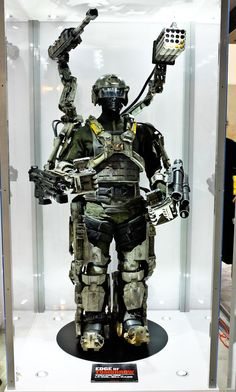 edge of tomorrow costume | exo suit, Edge of Tomorrow, comic con 2013