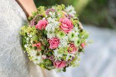 Hochzeitsdienstleister Österreich | Zauberhafte Hochzeiten Floral Wreath, Wreaths, Bride Groom, Perfect Wedding, Floral Headdress, Newlyweds, Wedding Photography, Celebration, Floral Crown