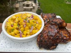 BBQ chicken with mango salsa - Cityline Crispy Chicken Wings, Turkey Chicken, Bbq Chicken, Chicken Recipes, Healthy Meats, Healthy Recipes, Mango Salsa Chicken, Homemade Limoncello, Loaded Sweet Potato