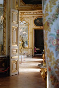 THE APARTMENT OF THE MARQUISE DE POMPADOUR