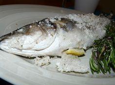 Branzino al sale, la ricetta classica per preparare questo secondo piatto.