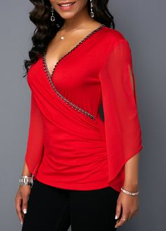 Stylish Tops For Girls, Trendy Tops, Trendy Fashion Tops, Trendy Tops For Women Stylish Tops For Women, Trendy Fashion, Fashion Outfits, Retro Outfits, Blouse Styles, Ladies Dress Design, Look Cool, Chiffon Tops, Shirt Blouses