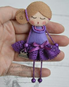 Crochet ideas that you'll love Easter Crafts, Crafts For Kids, Arts And Crafts, Doll Crafts, Sewing Crafts, Felt Doll Patterns, Felt Bookmark, Felt Brooch, Christmas Makes