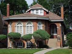 Decorating Your American Bungalow Style House Craftsman Exterior, Craftsman Bungalows, Craftsman Style, Bungalow Style House, Bungalow Homes, Architecture Details, Interior Architecture, Chicago House, Chicago Style