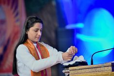 ठाकुर हमारे श्री चैन बिहारी हम हैं चैन बिहारी के.... #shri_krishnapriya_ji  #radhakrishnan #kindness #religious #chainbihari #thakurji #laddugopal Motivational Thoughts, Concert, Concerts