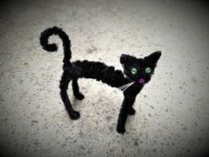 Gato erizado con limpiapipas (halloween ) - YouTube Pipe Cleaner Art, Pipe Cleaner Animals, Pipe Cleaners, Manualidades Halloween, Halloween Crafts, Crafts To Make, Crafts For Kids, Arts And Crafts, Honeycomb Paper