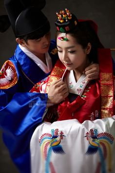 Korean wedding in Hanbok Korean Hanbok, Korean Dress, Korean Outfits, Korean Bride, Korean Wedding, Korean Traditional Dress, Traditional Dresses, Traditional Wedding, Imperial Clothing