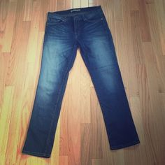 J BRAND JEANS 🎀 Stretch and very comfortable. Barely worn. J Brand Jeans Ankle & Cropped