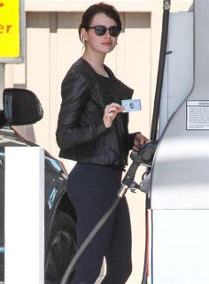 Emma Stone hot leggins Enma Stone, Margot Robbie Hot, Emma Stone Style, Actress Emma Stone, Emma Watson Sexiest, Mary Elizabeth Winstead, Jessica Biel, Attractive People, Most Beautiful Women