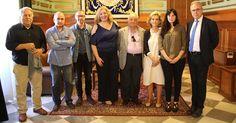MOTRIL.La alcaldesa recibe al Jurado, encabezado por el artista granadino Juan Vida, y del que forman parte también el director del Centro 'José Guerrero',