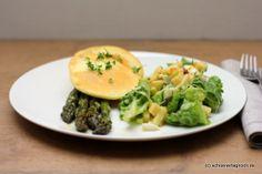 Schöner Tag noch!: Grüner Ofenspargel mit Ziegenkäse-Thymian-Pancakes und grünem Salat