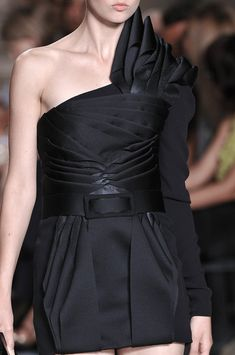 Belted black dress with layered folds, repetition  asymmetry; fashion details // Stéphane Rolland
