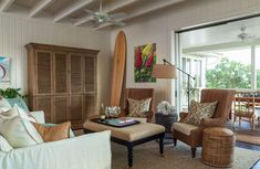 Hawaiian living room all the way. I love the learning surfboard, color scheme and coral skeleton. - Home Decorating Magazines Hawaiian Home Decor, Hawaiian Homes, Condo Decorating, Plantation Homes, Interior Photography, Home Interior Design, Custom Homes, Decoration, House Design