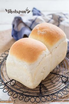 Shokupan Japanese fluffy white bread Shokupan Japanese bread loaf that you must try. Japanese bread are so incredibly fluffy and airy so Milk Bread Recipe, Bread Recipes, Cooking Recipes, Game Recipes, Meatball Recipes, Cooking Tips, Chicken Recipes, Bread Bun, Bread Rolls