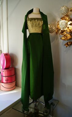 Vintage Dress // Emerald Green Beaded Evening Gown by Rappi With Matching Wrap Vintage Evening Gowns, Vintage Dresses 1960s, Vintage Outfits, Vintage Clothing, 1960s Fashion, Vintage Fashion, Emerald Green Dresses, Beaded Gown, Lovely Dresses