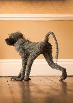 El alambre toma forma en las esculturas de Kendra Haste