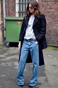 Porté avec une paire d'escarpins pointus et un manteau en astrakan, le baggy se fait plus chic que street - http://bit.ly/1oqlIwB - Tendances de Mode