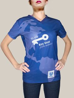 La prenda en blanco se sublima por completo para obtener un fondo de color azul. Ranger 2018, Sports, Fashion, Gifs, Tela, Shirts, Hs Sports, Moda, Fashion Styles