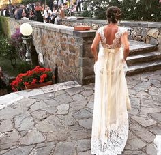 Beautiful real bride wearing the Claire Pettibone Romantique 'Queen Anne's Lace' wedding dress http://www.clairepettibone.com/romantique/queen_annes_lace