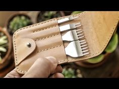 Making a Leather Tool Pouch – Bags Leather Tool Pouches, Diy Leather Tools, Diy Leather Projects, Leather Working Tools, Leather Diy Crafts, Handmade Leather Wallet, Sewing Leather, Leather Gifts, Leather Pattern
