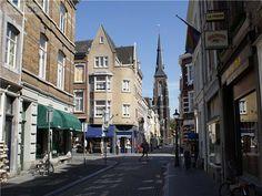 Maastricht, de wijk Wijck Deze buurt is haast dorps te noemen. Je vindt hier onder meer kleding, antiek, boeken, en restaurants. Rive gauche