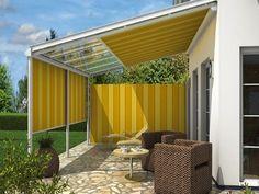 Senkrechtmarkise F100:  Als Erweiterung der Terrassendach-Innenbeschattung fängt sie tief stehende Sonnenstrahlen ab und schenkt angenehme Lichtverhältnisse.