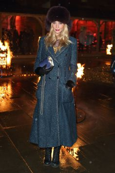 Poppy Delevingne en #Chanel http://www.vogue.fr/mode/look-du-jour/articles/poppy-delevingne-en-chanel-1/16918