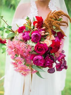 Ombre pink bridal bouquet ⎪We Are Origami Photography ⎪see more on: http://burnettsboards.com/2015/07/spanish-fiesta-wedding-ideas/