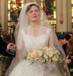 """Betty ( Kirsten Dunst ) walks down the aisle in a beautiful white wedding gown """"Mona Lisa Smile"""", 2003 Movie Wedding Dresses, Wedding Movies, White Wedding Gowns, Wedding Bride, Dream Wedding, Church Wedding, Lace Wedding, Mona Lisa Smile, Hollywood Wedding"""