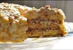 Počuli ste už niekedy o egyptskej torte? Jedná sa o vrstvenú tortu s tromi korpusmi, s fajnovým krémom a skvelou chuťou. U nás doma na ňu nedáme dopustiť a tento recept máme už viac ako 25 rokov. Pozrite sa spolu s nami, ako na to. Budete potrebovať: Cesto: 3 bielka 2 a 1/2 lyžíc cukru